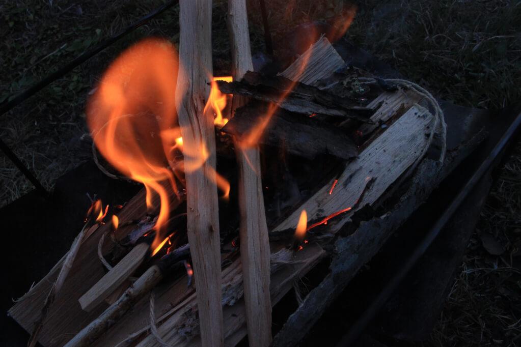 【キャンプ】キャンプでの焚火の仕方。