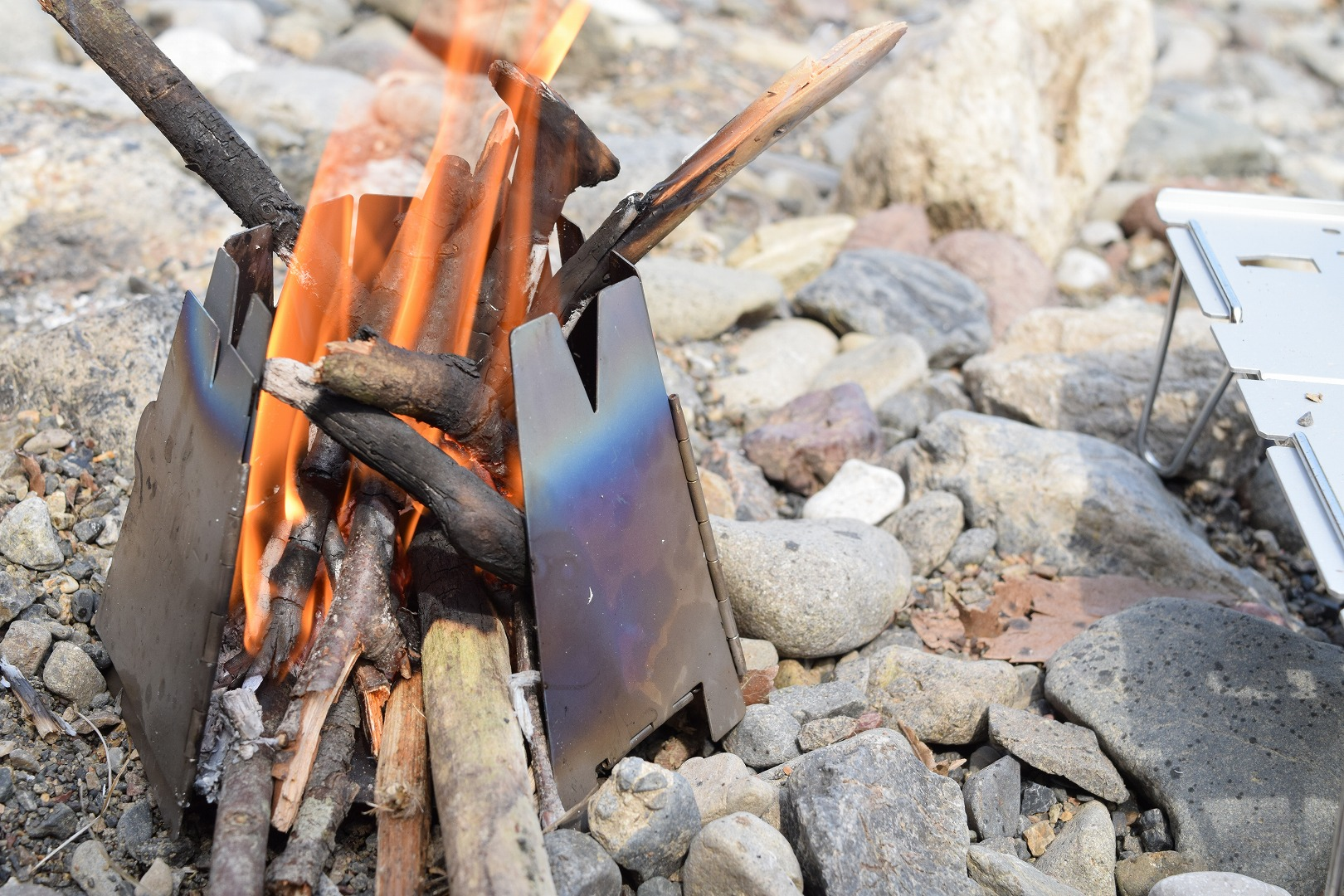 【ギアレビュー】バーゴのウッドストーブは調理にも焚火にも!軽量キャンプやロングハイキングに使える!