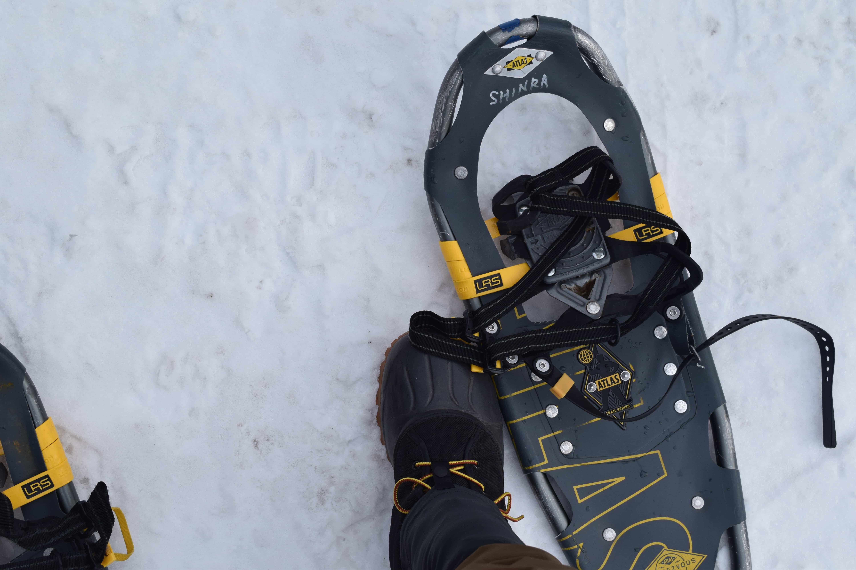 【冬山の楽しみ方】フカフカな新雪の上ではスノーシューが役に立つ。