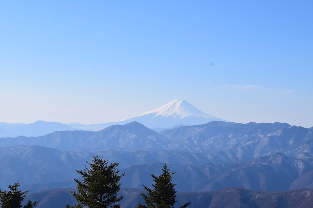富士山登山に必要な物って何?服装と道具とバックパック!